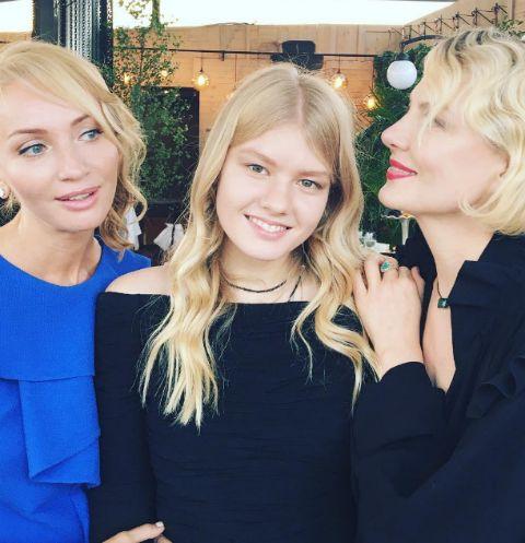 Рената Литвинова с дочерью Ульяной и Натальей Сурковой