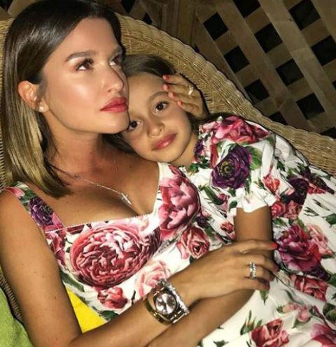Ксения со старшей дочерью