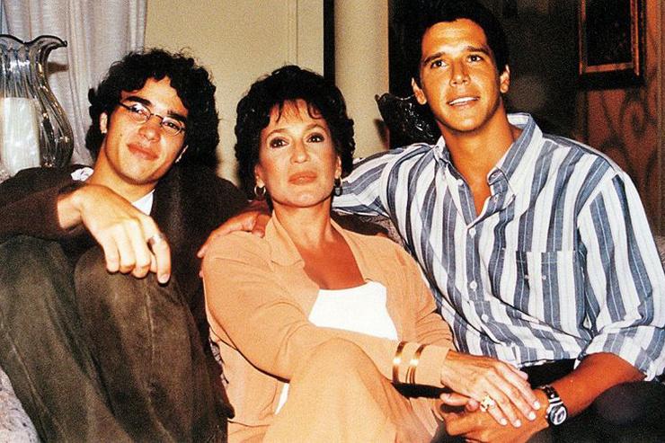 При этом Сюзана всегда была окружена вниманием молодых мужчин