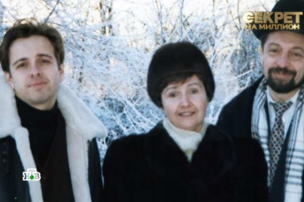 Андрей часто конфликтовал с отцом, а вот с мамой был в более близких отношениях