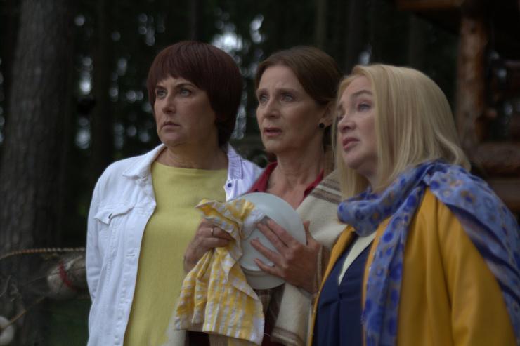Сериал рассказывает о приключениях трех подруг