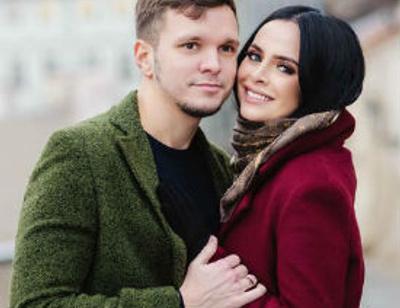 Антону Гусеву приходится работать во время отпуска с женой