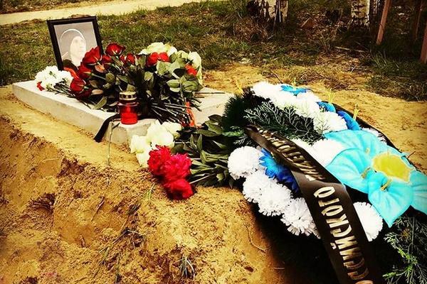 Рэпера похоронили рядом с матерью