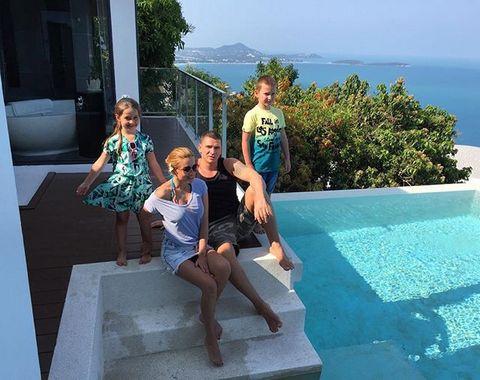 Бородина с мужем и их детьми от предыдущих браков на отдыхе в Тайланде