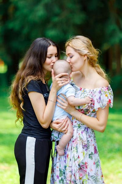 Алеса с близкой подругой Марией Кожевниковой
