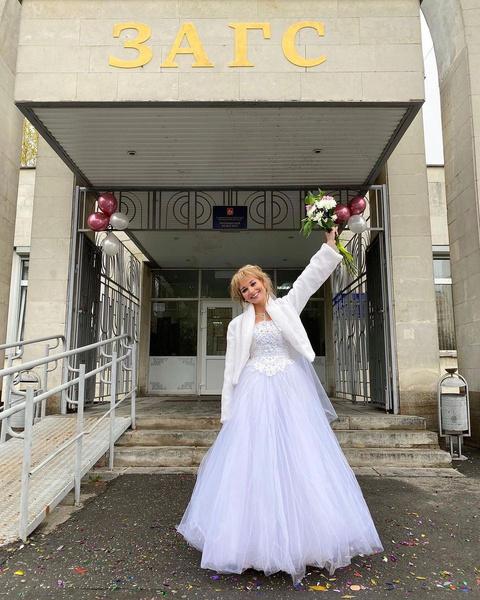 Кристина Асмус опубликовала фото в свадебном платье
