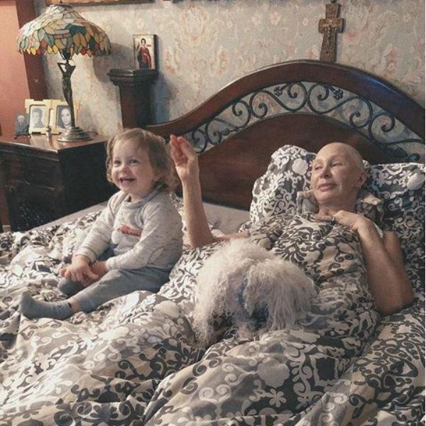 Маленькая Мирра часто гостит у бабушки