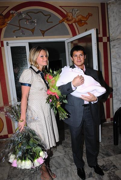 Телеведущая родила Полину от бизнесмена Максима Аксенова 27 августа 2007 года