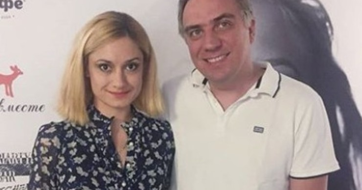 Карина Мишулина устроила потасовку перед зданием суда