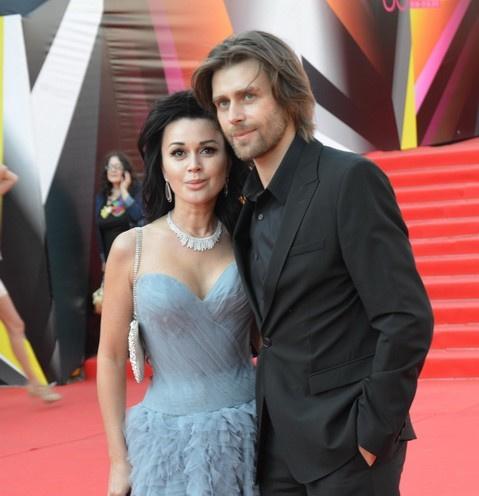 «В атмосфере бесконечной любви»: Анастасия Заворотнюк и Петр Чернышев отмечают годовщину венчания