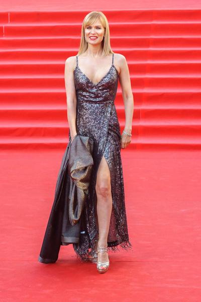 В этом наряде, по мнению Васильева, актриса может составить конкуренцию голливудским дивам.
