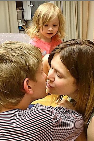 Супруги воспитывают сына-подростка и двухлетнюю дочь