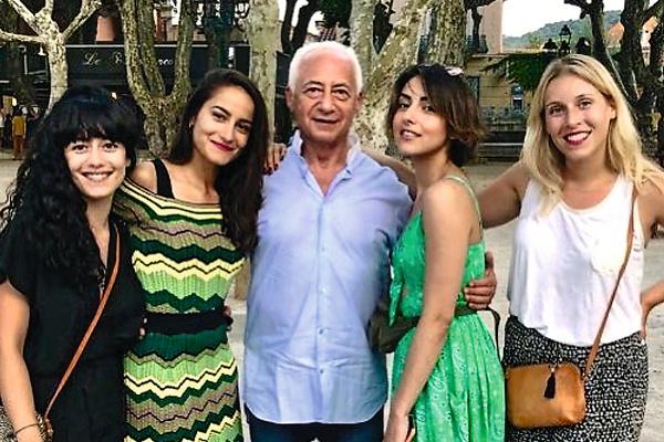 Счастливый отец четырех дочерей