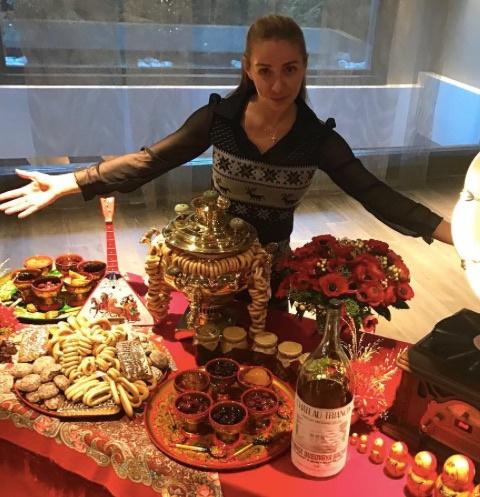 Олимпийская чемпионка Татьяна Навка отметила Новый год в русском стиле