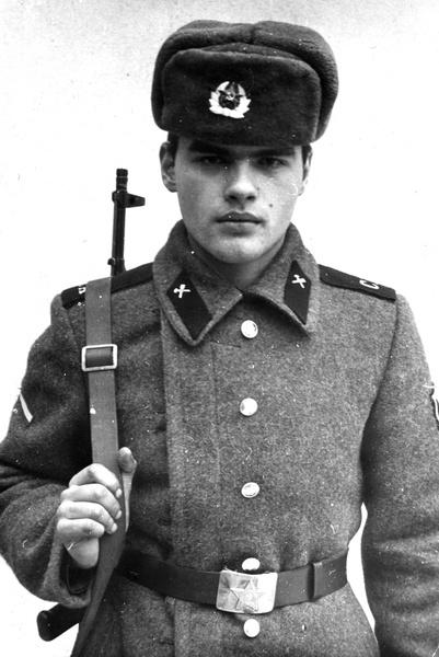Евгений Дятлов оставил учебу и пошел служить в армию