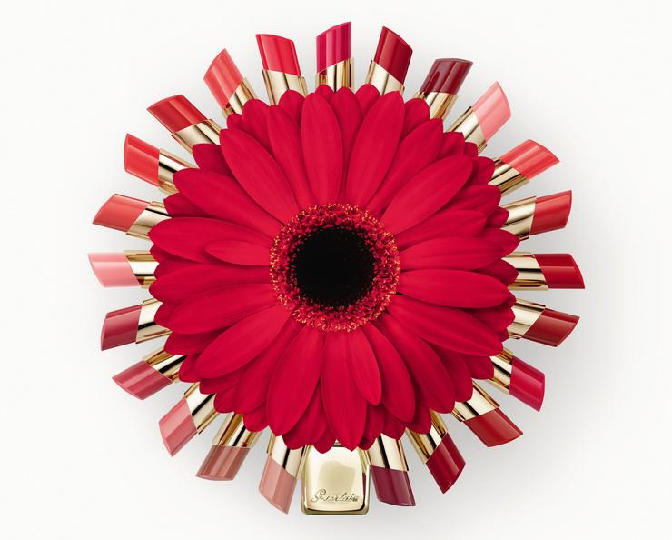 В составе помад экстракт зимней розы, которая окутает вас приятным ароматом