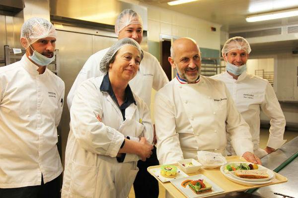 За питание пациентов отвечает целая команда поваров