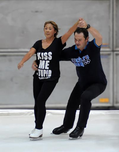 Анита Цой тренируется с Алексеем Тихоновым