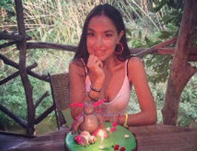 Экс-супруга Эмина Агаларова удочерила девочку