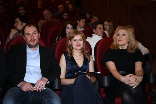 Мария Шукшина с дочерью Анной и зятем