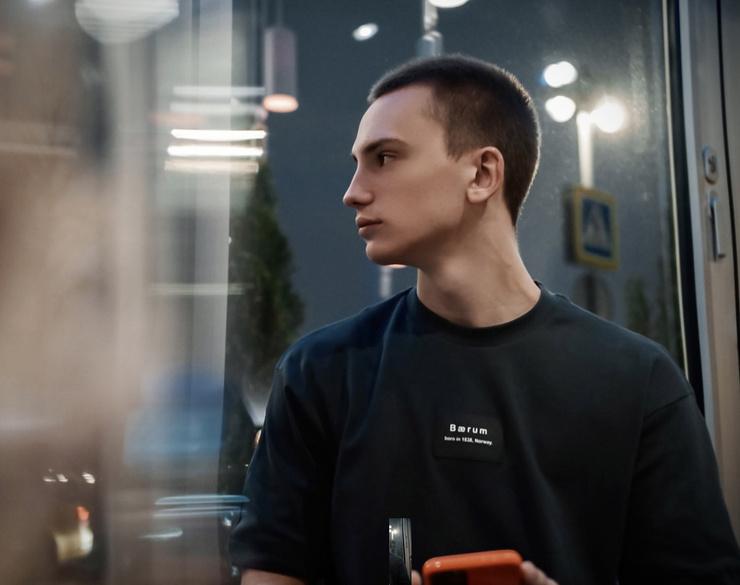 Владислав много занимается спортом