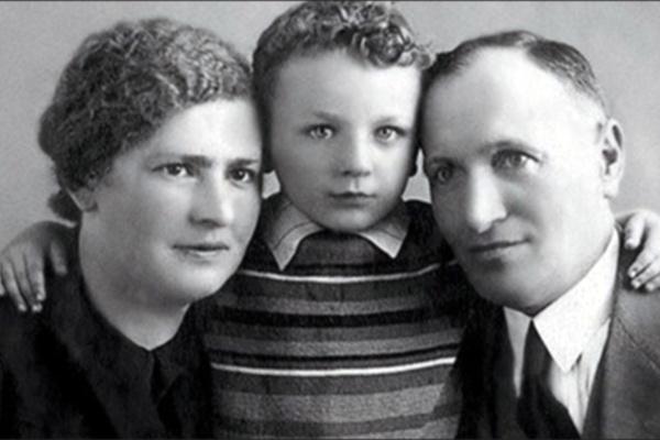 Михаил Жванецкий родился в Одессе в семье врачей