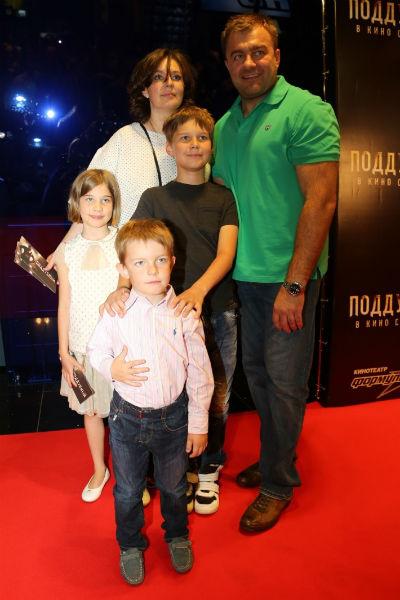 Михаил Пореченков с семьей