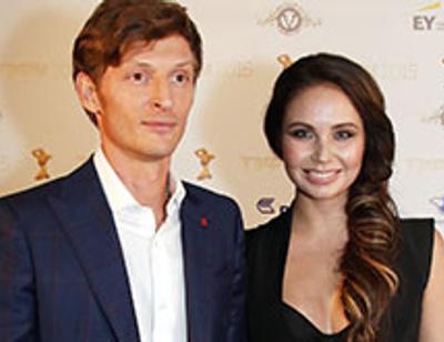 Павел Воля поздравил жену шикарным четверостишием