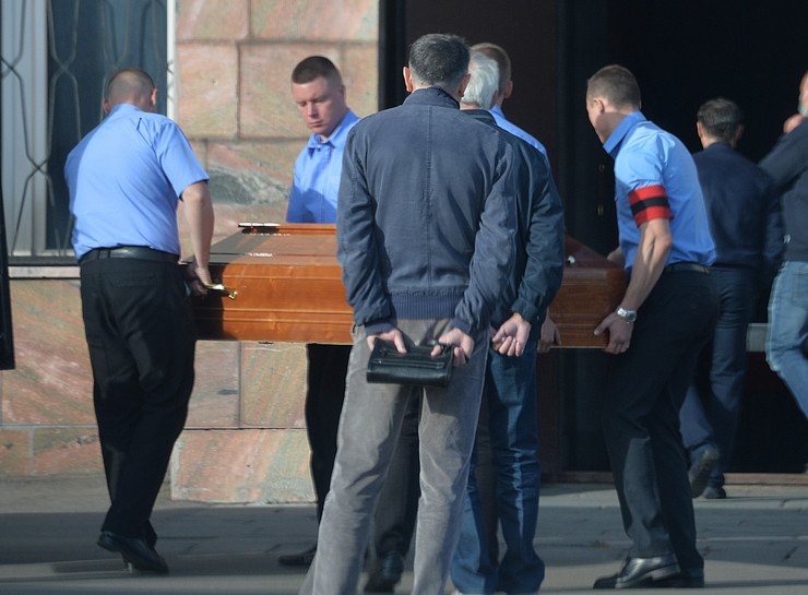 Музыканта похоронили на Хованском кладбище