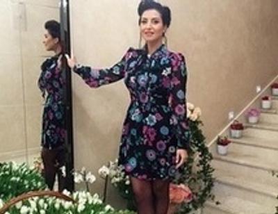 Звездный тренд: платья с цветочным принтом, как у певицы Жасмин