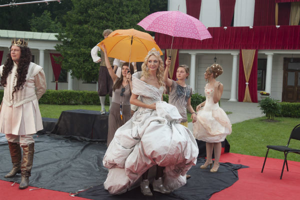 Под платьем королевы прятались удобные кроссовки Ash (стоимость – от 10 тыс. руб.)