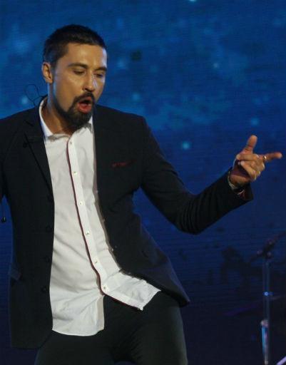 Дима Билан спел лучшие песни на сцене благотворительного фестиваля