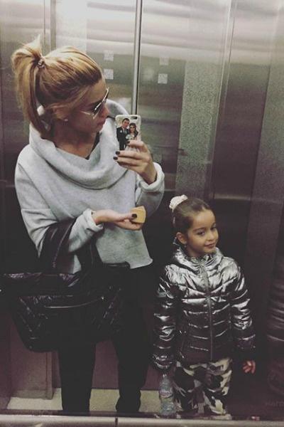Неизвестная девушка публиковала в фейковом аккаунте личные снимки звезды