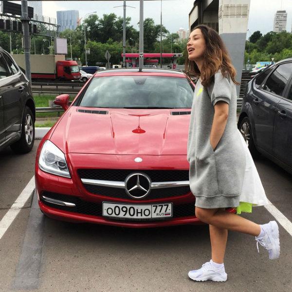 Новости: Виктория Дайнеко прячет живот – фото №2