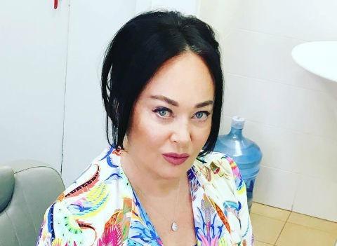 Больная гриппом Лариса Гузеева вынуждена работать