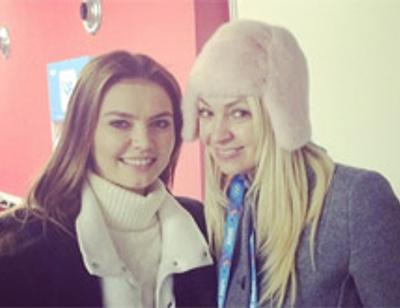 Яна Рудковская болела за мужа вместе с Алиной Кабаевой