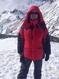 «Проходишь за 8 часов 12 километров с набором высоты, и ты - в среднем лагере! 5850 метров» - прокомментировал снимок Валдис Пельш