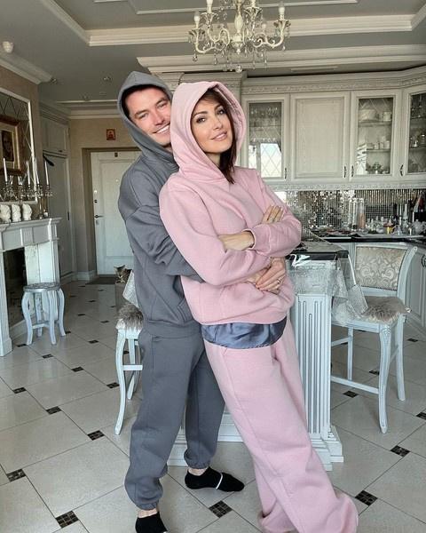 Анастасия и Роман практически сразу начали жить вместе