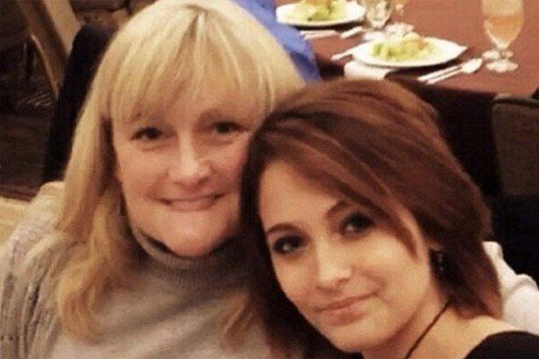 Пэрис Джексон с мамой Дебби Роу
