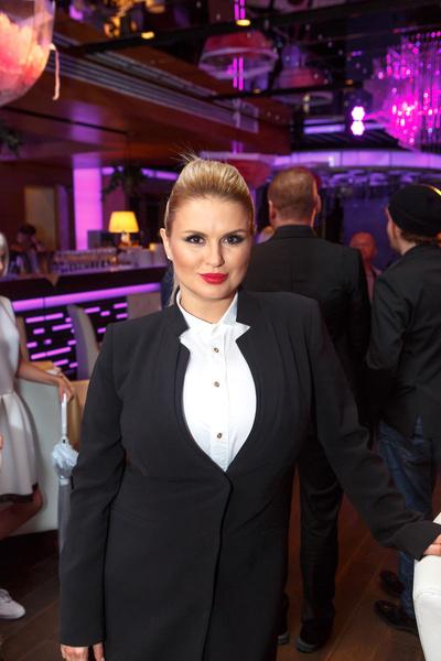 Анна Семенович надеется, что невеста Дмитрия повлияет на его решение