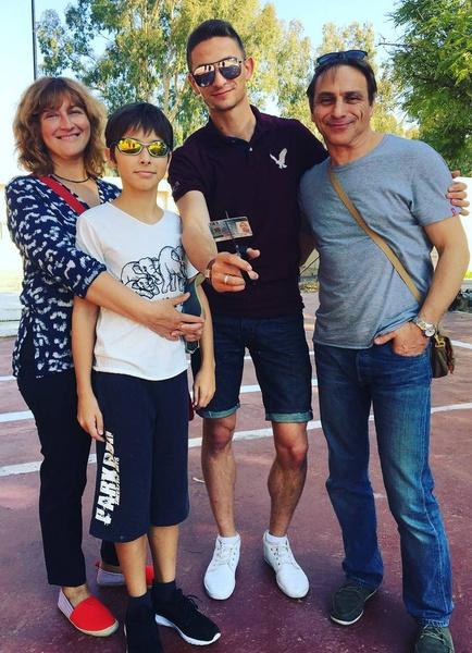 Семья режиссера с удовольствием пересматривает сказку с его участием