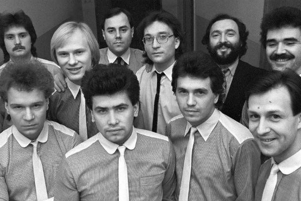 ВИА «Лейся, песня», Кемерово, 1984 год. Слева в нижнем ряду молодые Валерий Кипелов и Николай Расторгуев