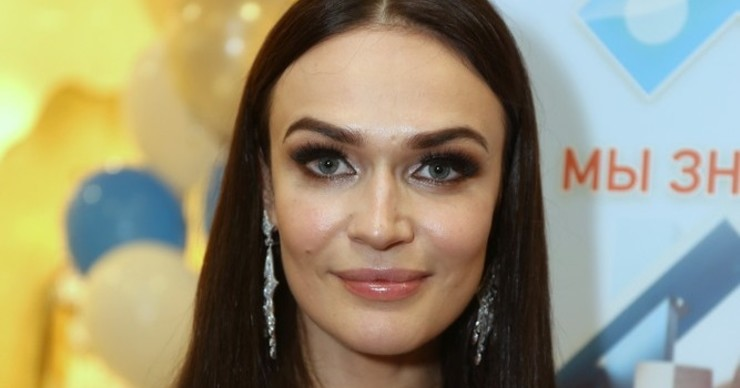 Алена Водонаева оказалась под капельницей