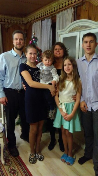 Семья Мельниковых была благополучной