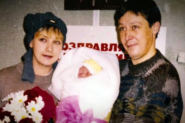 Анна Мария появилась на свет в семье артистов