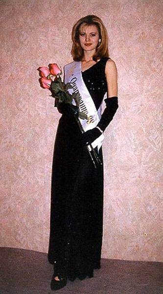 Элеонора выиграла титул «Мисс Очарование» на конкурсе красоты в Сочи в 1998 году