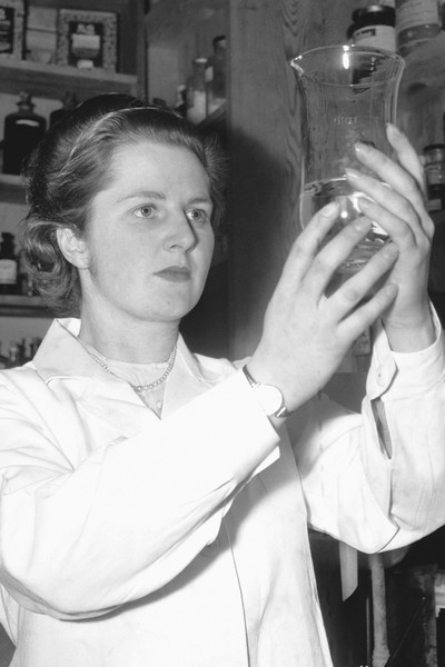 После университета Маргарет работала в химической лаборатории