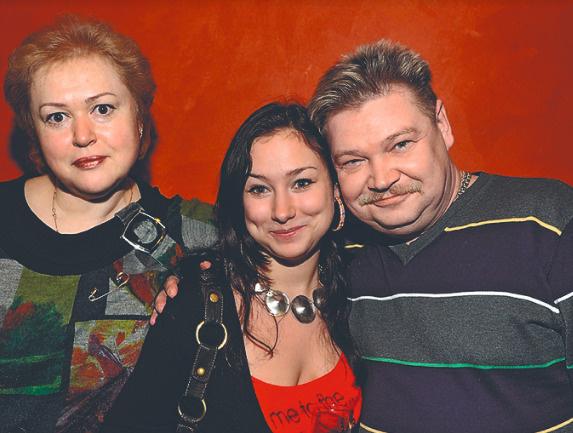 Николай с женой Мариной и дочкой Катей еле спаслись