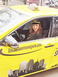 «Шеф, два счетчика!» - Анфиса Чехова знает толк в профессии таксиста