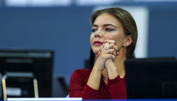 Алина Кабаева привлекла внимание итальянцев прозрачным платьем
